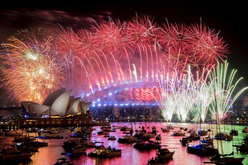 Sydney vẫn tổ chức lễ bắn pháo hoa nổi tiếng song có một số thay đổi về khán giả theo dõi. Ảnh: AAP