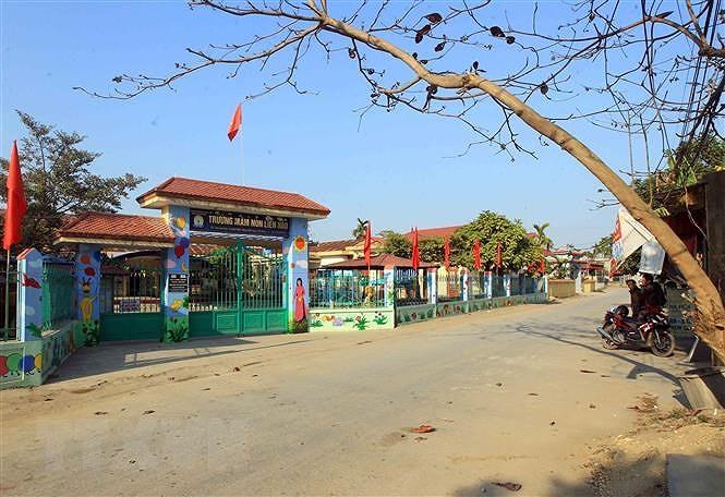 Đường làng được mở rộng, trường làng khang trang, sạch đẹp hơn, tạo được không khí xây dựng nông thôn mới, văn hóa xã hội có nhiều tiến bộ. (Ảnh: An Đăng/TTXVN)