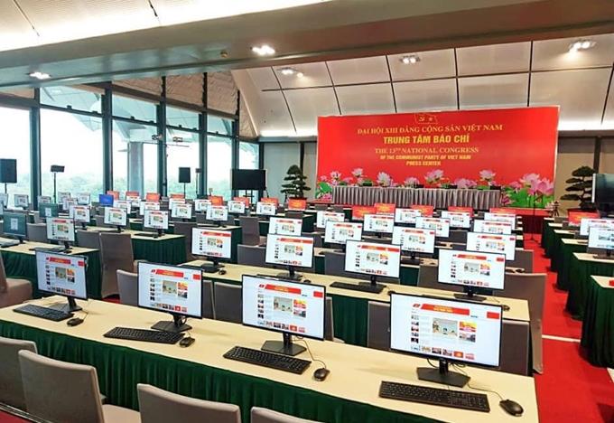 Trung tâm Báo chí Đại hội XIII - nơi các phóng viên tác nghiệp trong dịp Đại hội đã lắp xong hệ thống máy tính kết nối mạng
