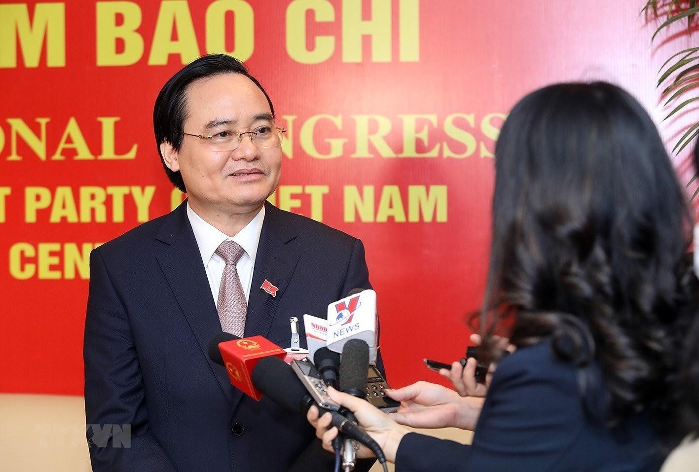 Bộ trưởng Phùng Xuân Nhạ trả lời phỏng vấn bên lề Đại hội XIII. (Ảnh: TTXVN)