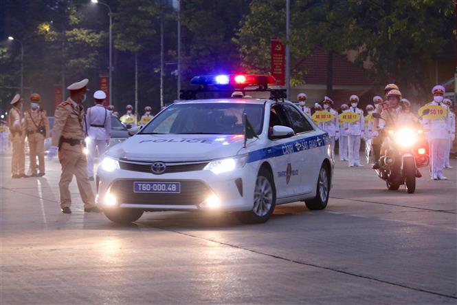 Lực lượng Cảnh sát Giao thông dẫn đoàn và đảm bảo an ninh trên tuyến đường đoàn đại biểu di chuyển từ Lăng Chủ tịch Hồ Chí Minh đến Trung tâm Hội nghị Quốc gia.