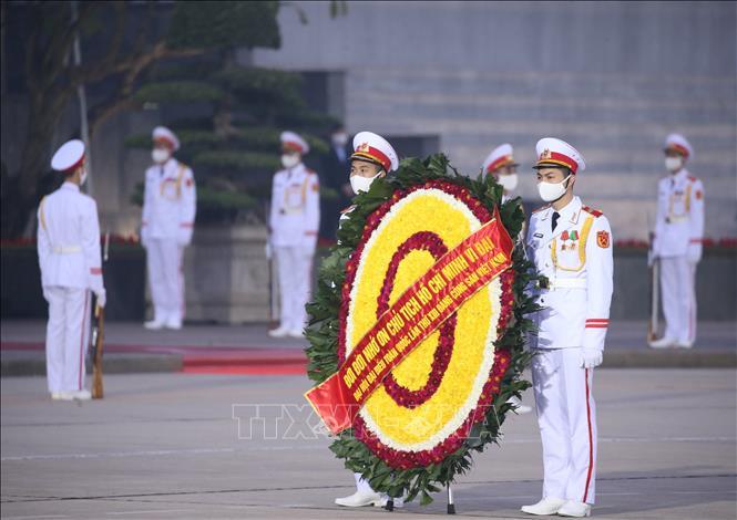 Lực lượng Bộ Tư lệnh Bảo vệ Lăng Chủ tịch Hồ Chí Minh tổng duyệt nội dung đặt vòng hoa viếng Chủ tịch Hồ Chí Minh.Lực lượng Bộ Tư lệnh Bảo vệ Lăng Chủ tịch Hồ Chí Minh tổng duyệt nội dung đặt vòng hoa viếng Chủ tịch Hồ Chí Minh.