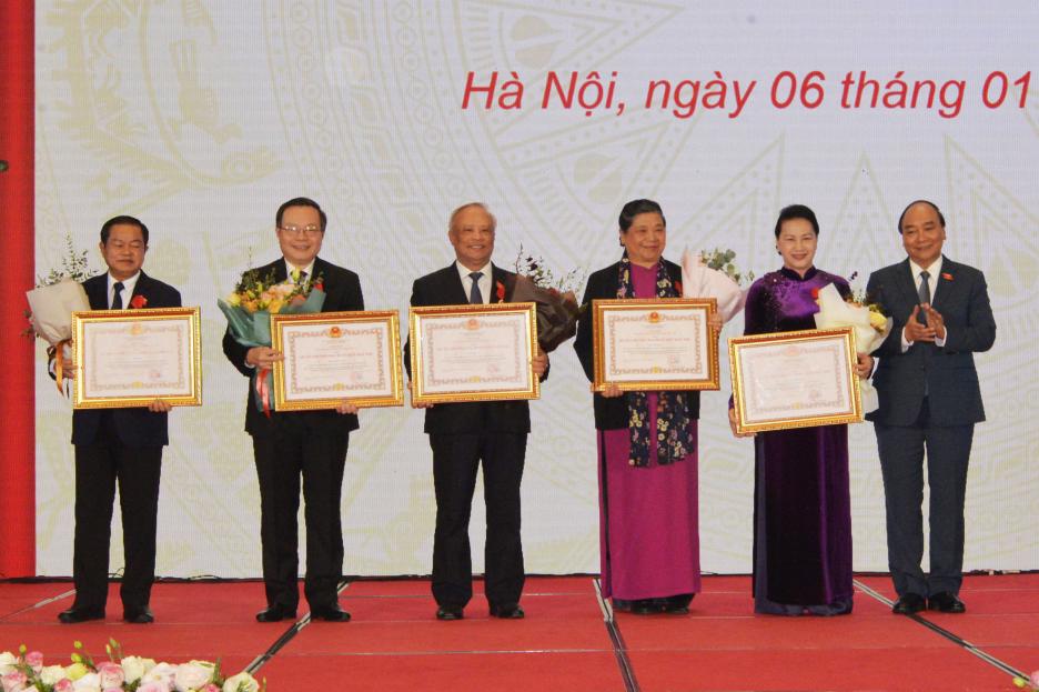 Các đại biểu tại lễ trao tặng