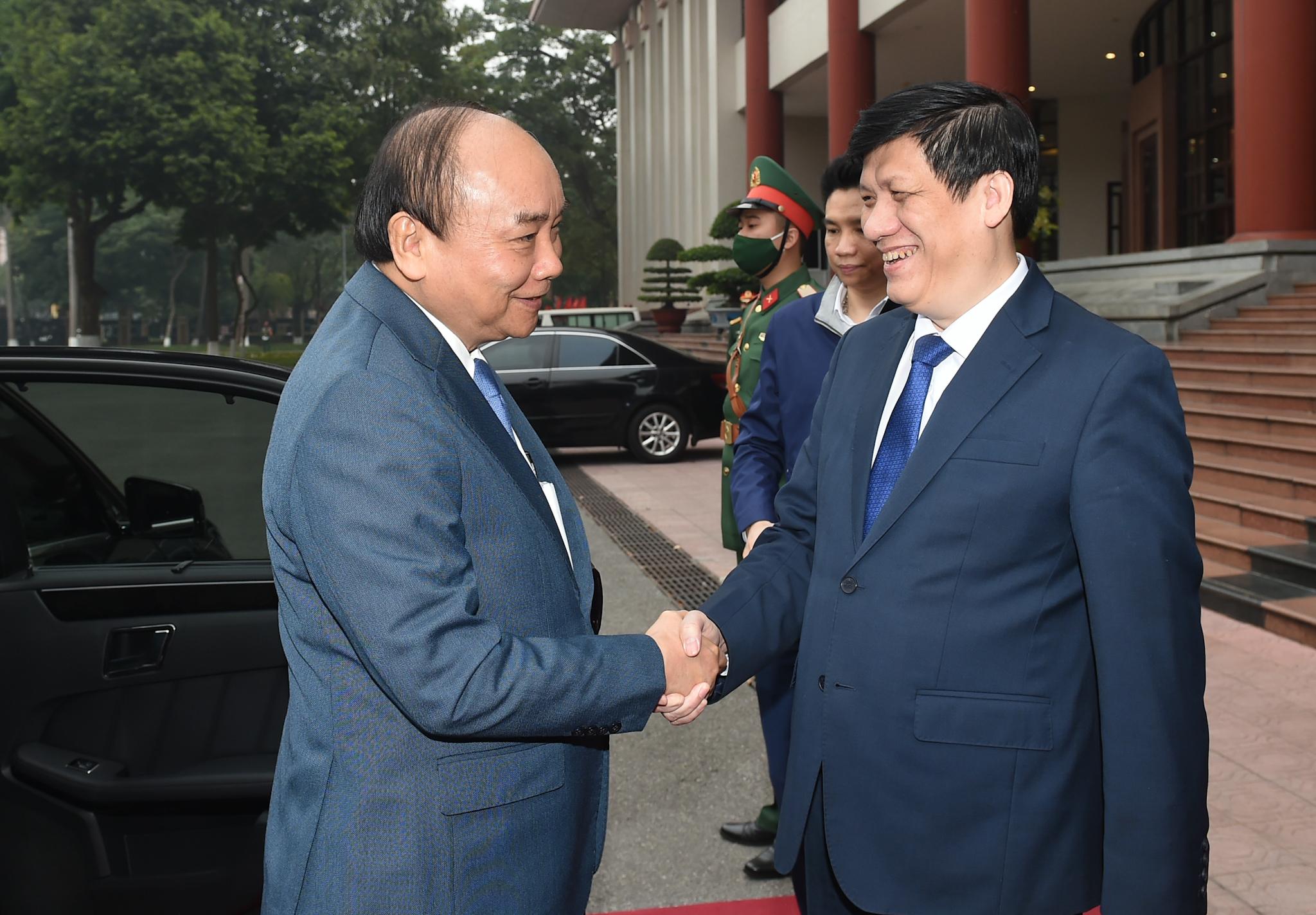 Thủ tướng Nguyễn Xuân Phúc tới dự Hội nghị Y tế toàn quốc. Ảnh: VGP/Quang Hiếu
