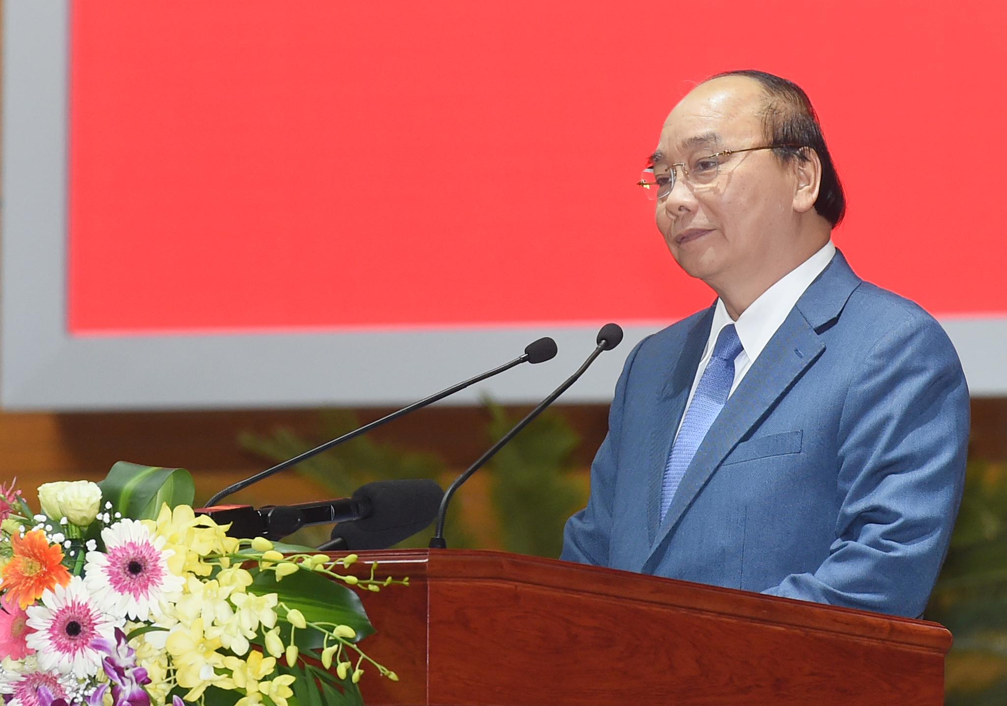 Thủ tướng Nguyễn Xuân Phúc biểu dương những nỗ lực của ngành y tế thời gian qua. Ảnh: VGP/Quang Hiếu