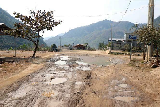Một đoạn đường xuống cấp trên tuyến tỉnh lộ 109 đoạn qua xã Nặm Păm (Mường La, Sơn La).