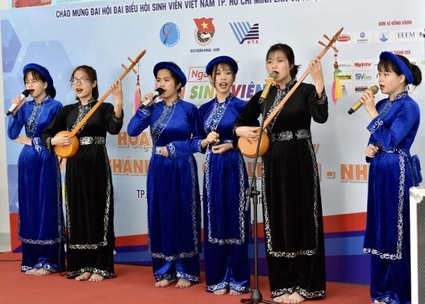 CLB biểu diễn tại Ngày hội Chào tân sinh viên năm 2020 tại Nhà văn hóa sinh viên TP. Hồ Chí Minh