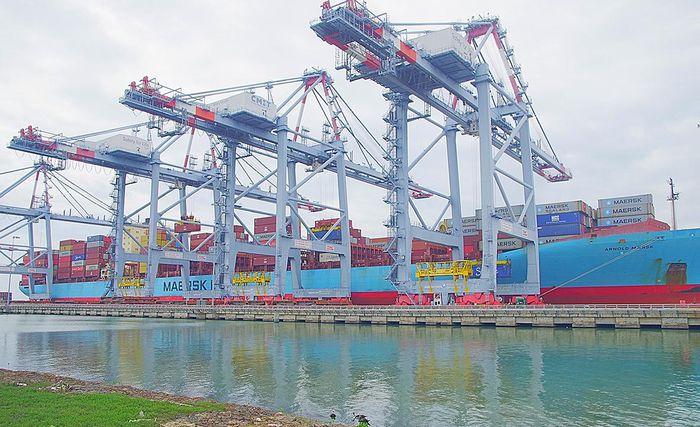 Tàu ARNOLD MAERSK cập cảng Cái Mép ngày đầu năm 2021. Ảnh: Báo Bà Rịa-Vũng Tàu.