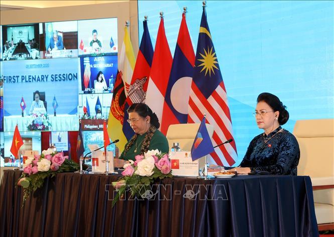 Chủ tịch Quốc hội Nguyễn Thị Kim Ngân, Chủ tịch AIPA- 41 điều hành Phiên họp toàn thể thứ nhất Đại hội đồng AIPA 41, sáng 8/9/2020. Ảnh: TTXVN