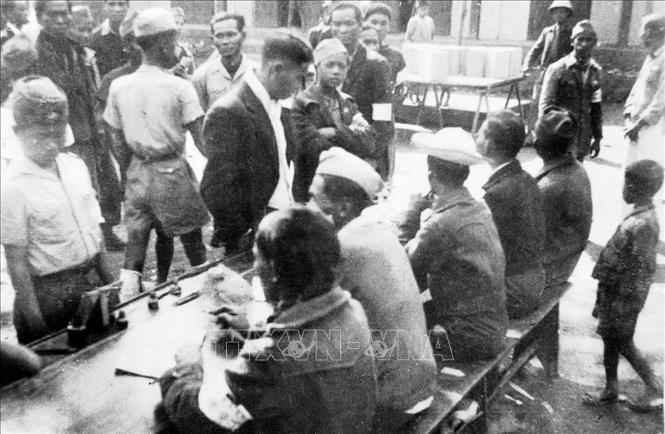 Khu vực bỏ phiếu trong ngày Tổng tuyển cử 6/1/1946. Ảnh: Tư liệu TTXVN
