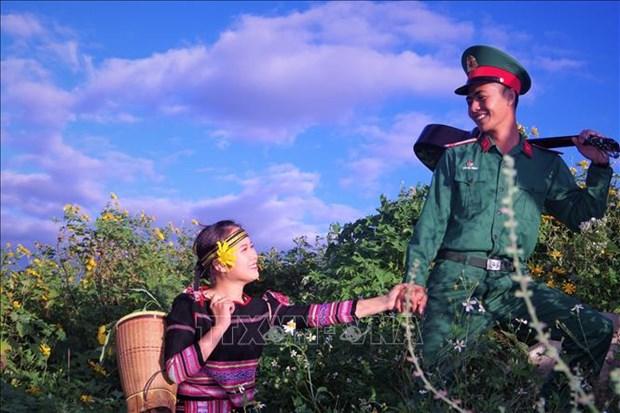 Tình cảm quân dân gắn kết qua nhiều hoạt động thiết thực của lực lượng vũ trang tỉnh Gia Lai. Ảnh: Hồng Điệp - TTXVN