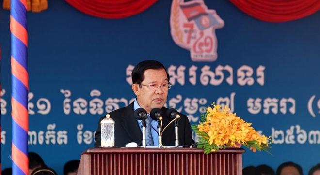 Thủ tướng Hun Sen nhấn mạnh vai trò và sự giúp đỡ của quân tình nguyện Việt Nam trên mặt trận tiêu diệt Khmer Đỏ. Ảnh: pressocm.