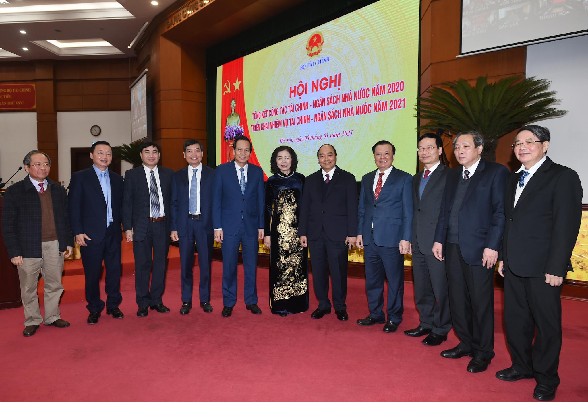 Thủ tướng Nguyễn Xuân Phúc đến dự Hội nghị triển khai nhiệm vụ năm 2021 ngành tài chính. Ảnh: VGP/Quang Hiếu