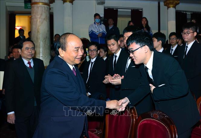 Thủ tướng Nguyễn Xuân Phúc đến dự Lễ tuyên dương học sinh THPT đoạt giải Olympic quốc tế 2020. Ảnh: Thống Nhất/TTXVN