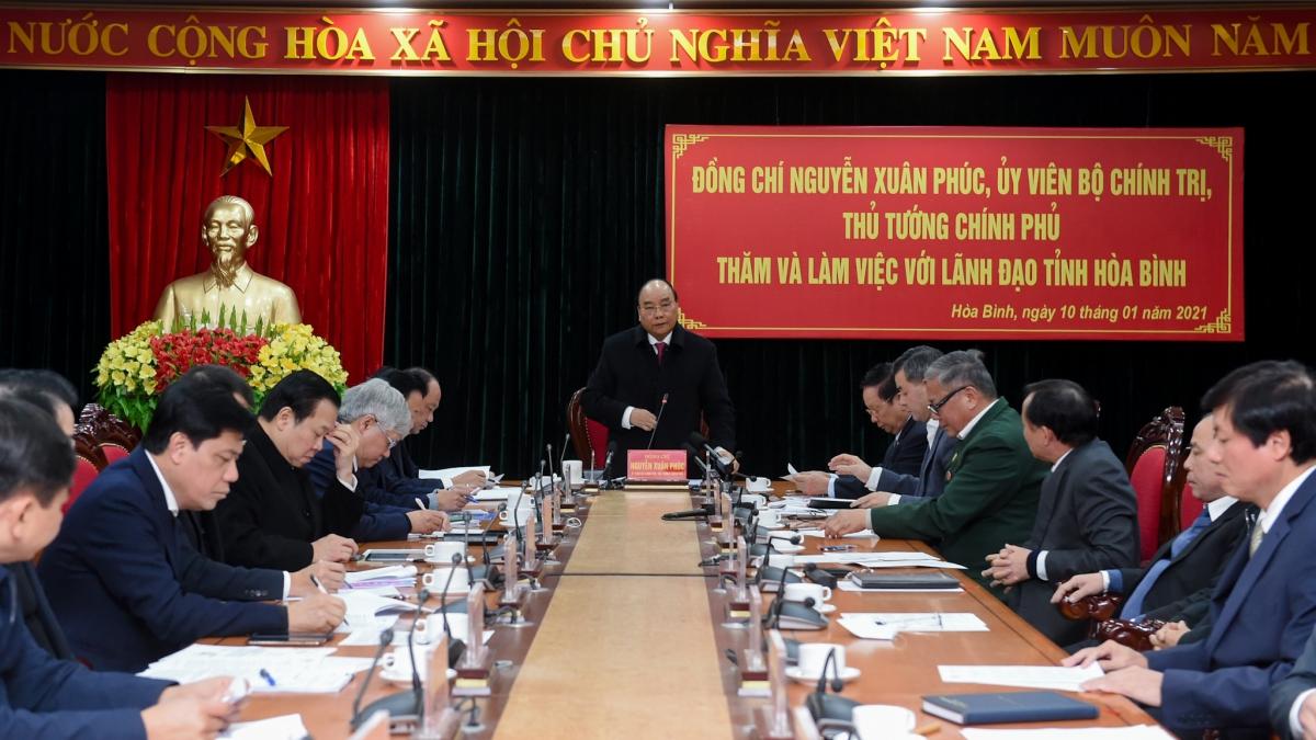 Thủ tướng Nguyễn Xuân Phúc làm việc với lãnh đạo tỉnh Hòa Bình. (Ảnh: VGP/Quang Hiếu)