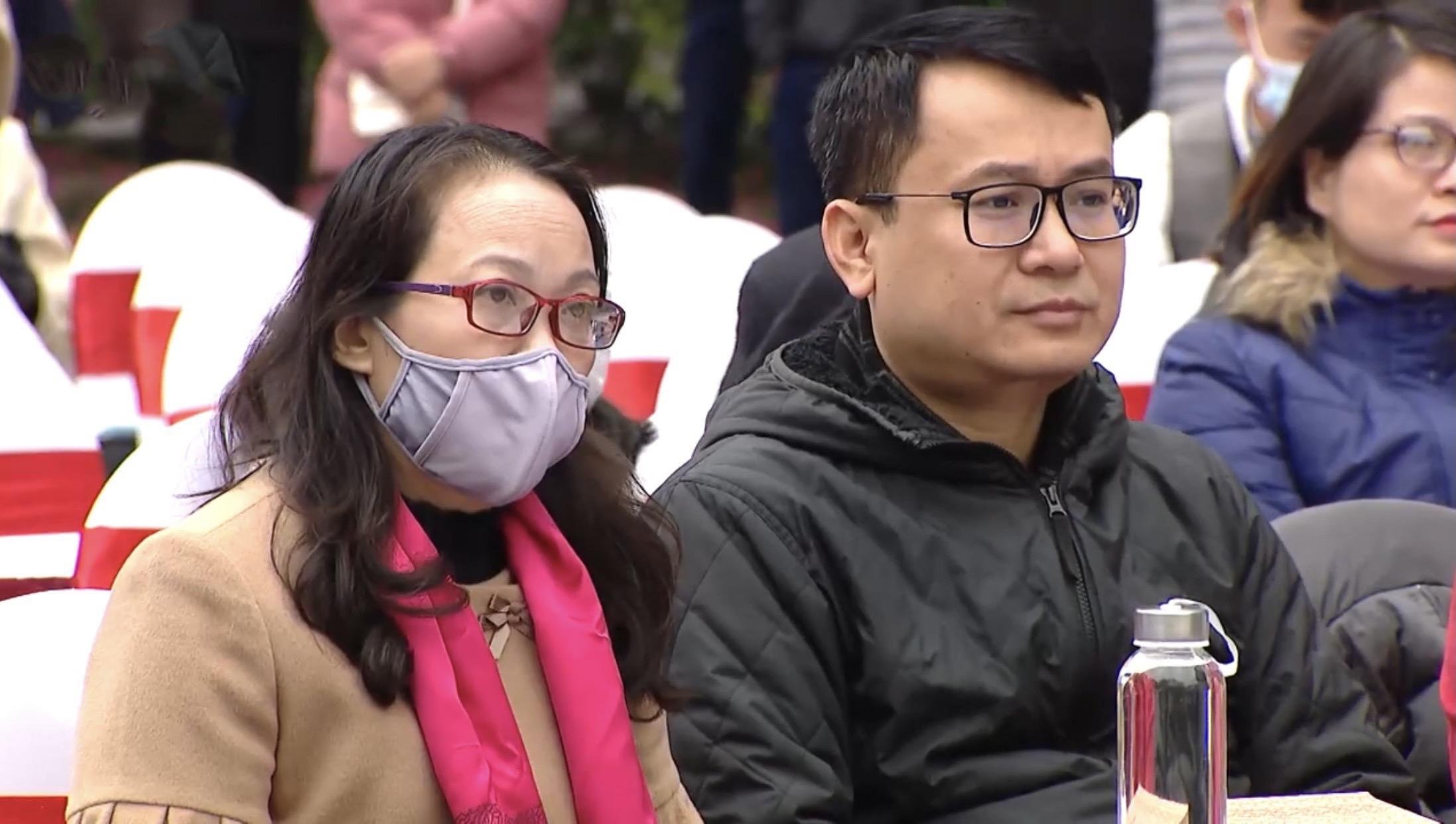 Thứ trưởng, Phó Chủ nhiệm Ủy ban Dân tộc Hoàng Thị Hạnh (bên trái) tham dự Ngày hội
