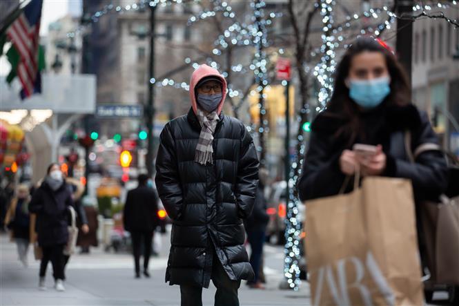 Người dân đeo khẩu trang phòng lây nhiễm COVID-19 tại New York, Mỹ, ngày 5/1/2021. ảnh: THX/TTXVN