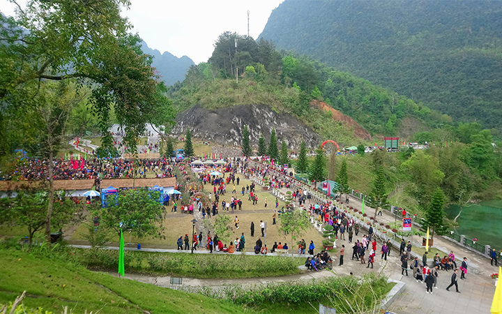 Lễ hội về nguồn Pác Bó được tổ chức tại huyện Hà Quảng (Cao Bằng) là một dịp để quảng bá, giao lưu văn hóa sôi nổiiăn hóa sôi nổi (Ảnh TL)