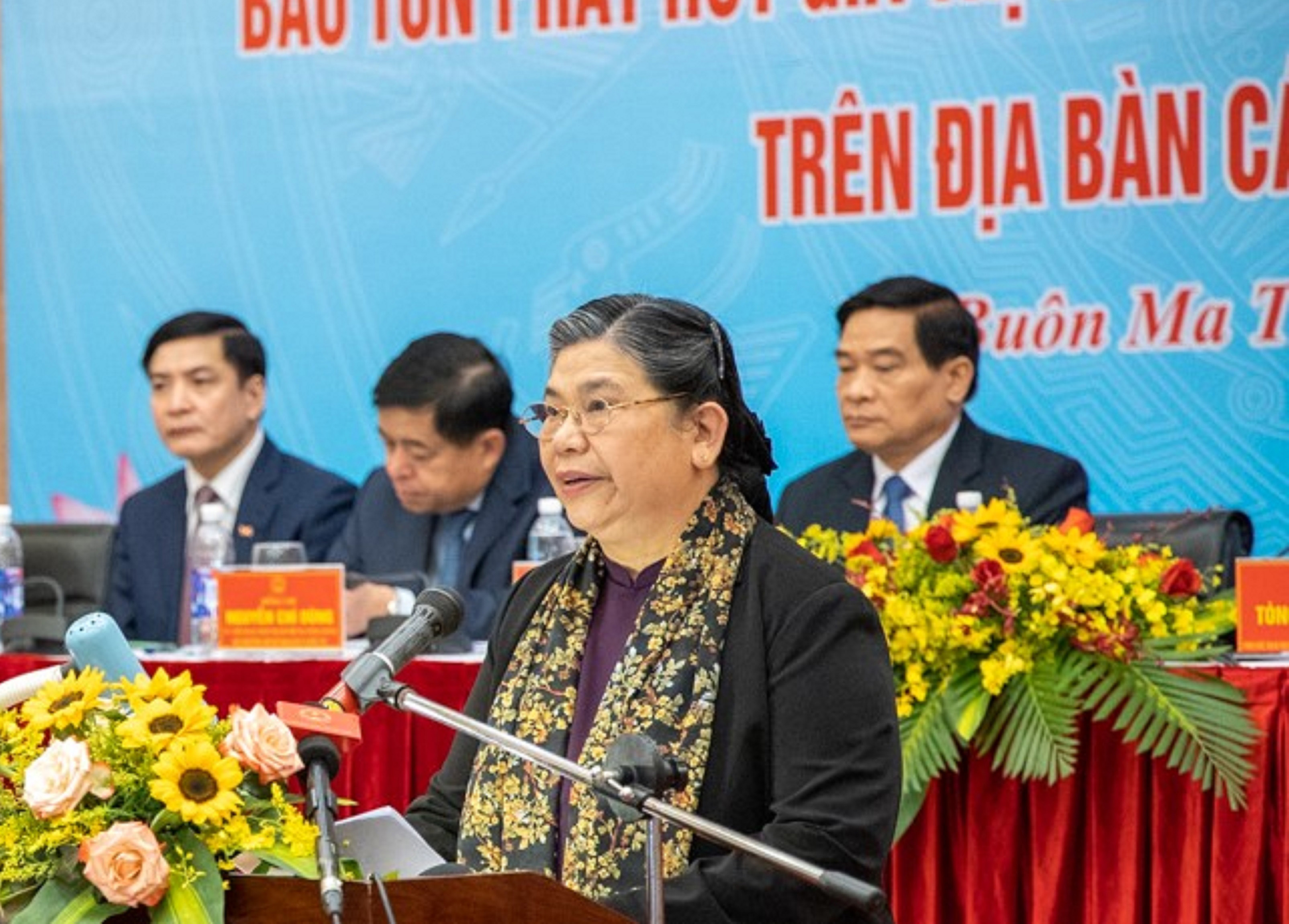 Phó Chủ tịch Thường trực Quốc hội Tòng Thị Phóng phát biểu tại Hội thảo
