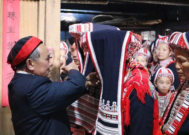 Thầy cúng chủ trì lễ cưới