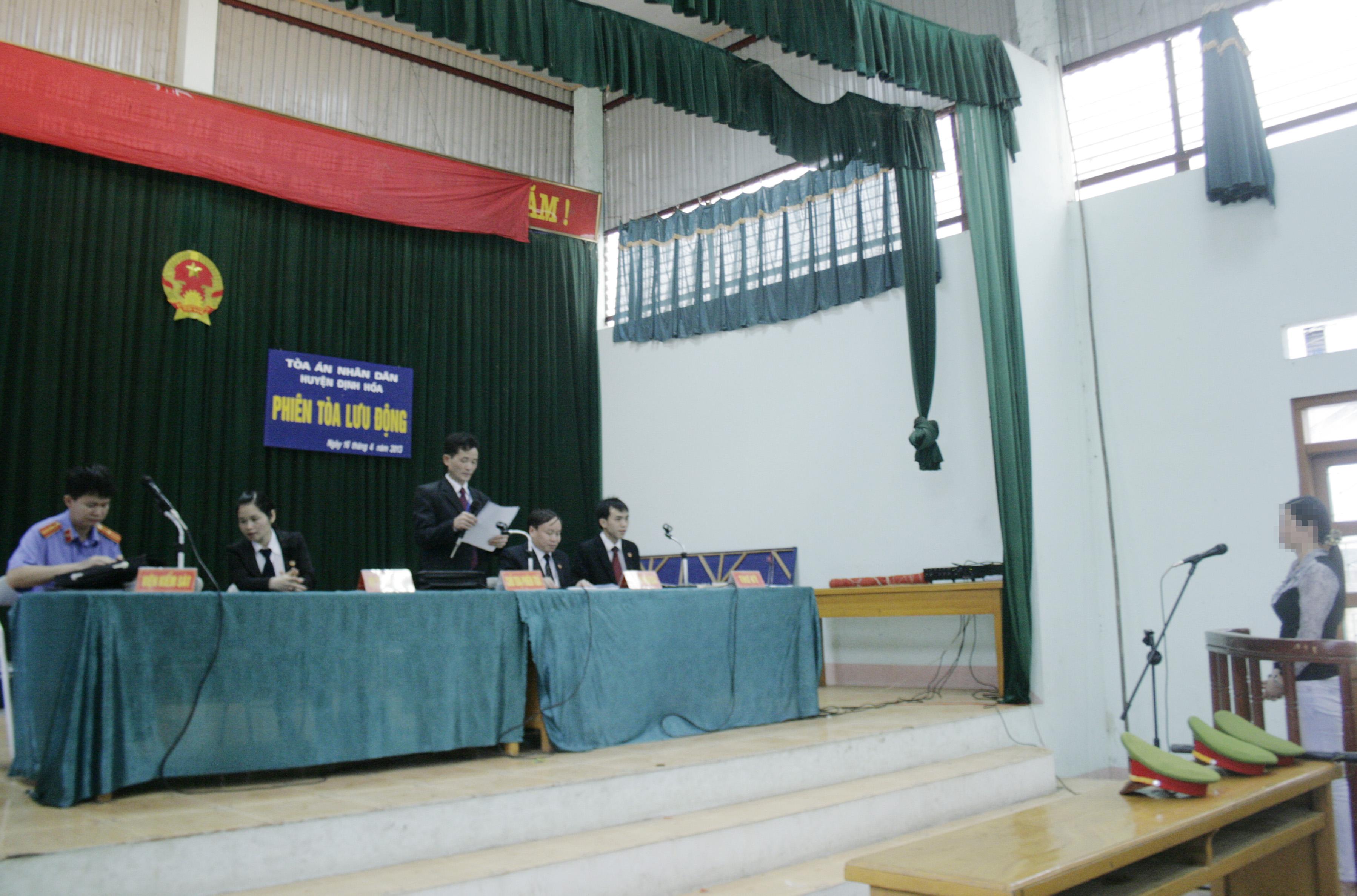 Thẩm phán tuyên án tại phiên tòa XXLĐ