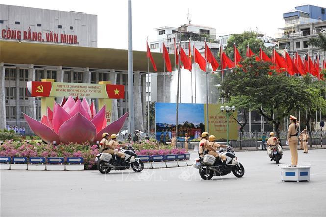 Cảnh sát giao thông Hà Nội làm nhiệm vụ đưa đón đoàn và phân luồng giao thông.