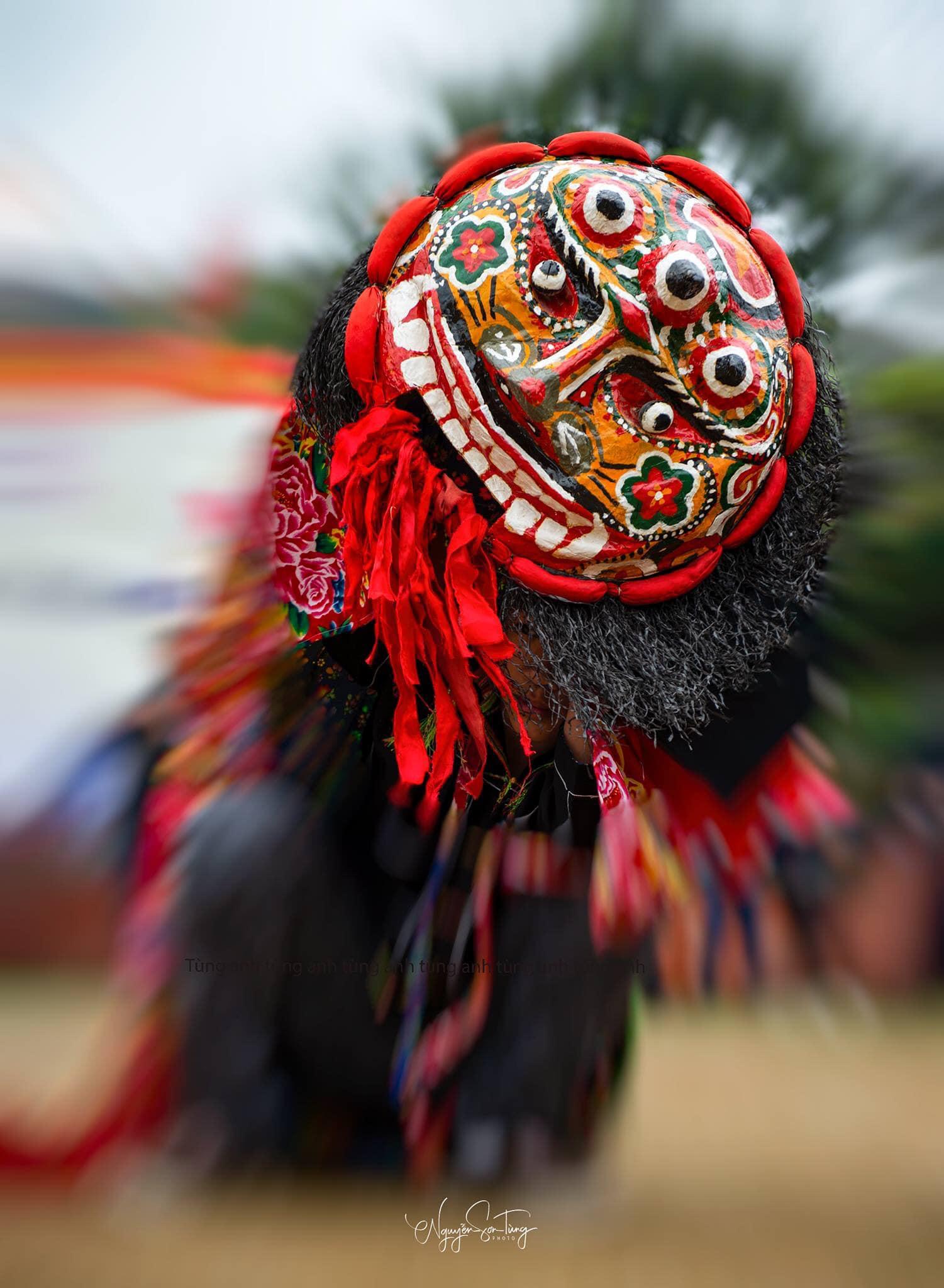 Hình ảnh đầu ky lằn trong ngày hội Lồng tồng ở xã Hải Yến, huyện Cao Lộc.