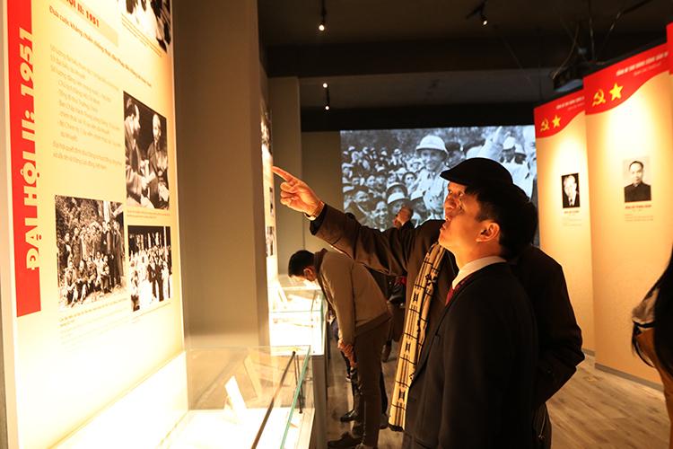 Thông qua trưng bày, khách tham quan hiểu rõ hơn về sự ra đời của Đảng Cộng sản Việt Nam