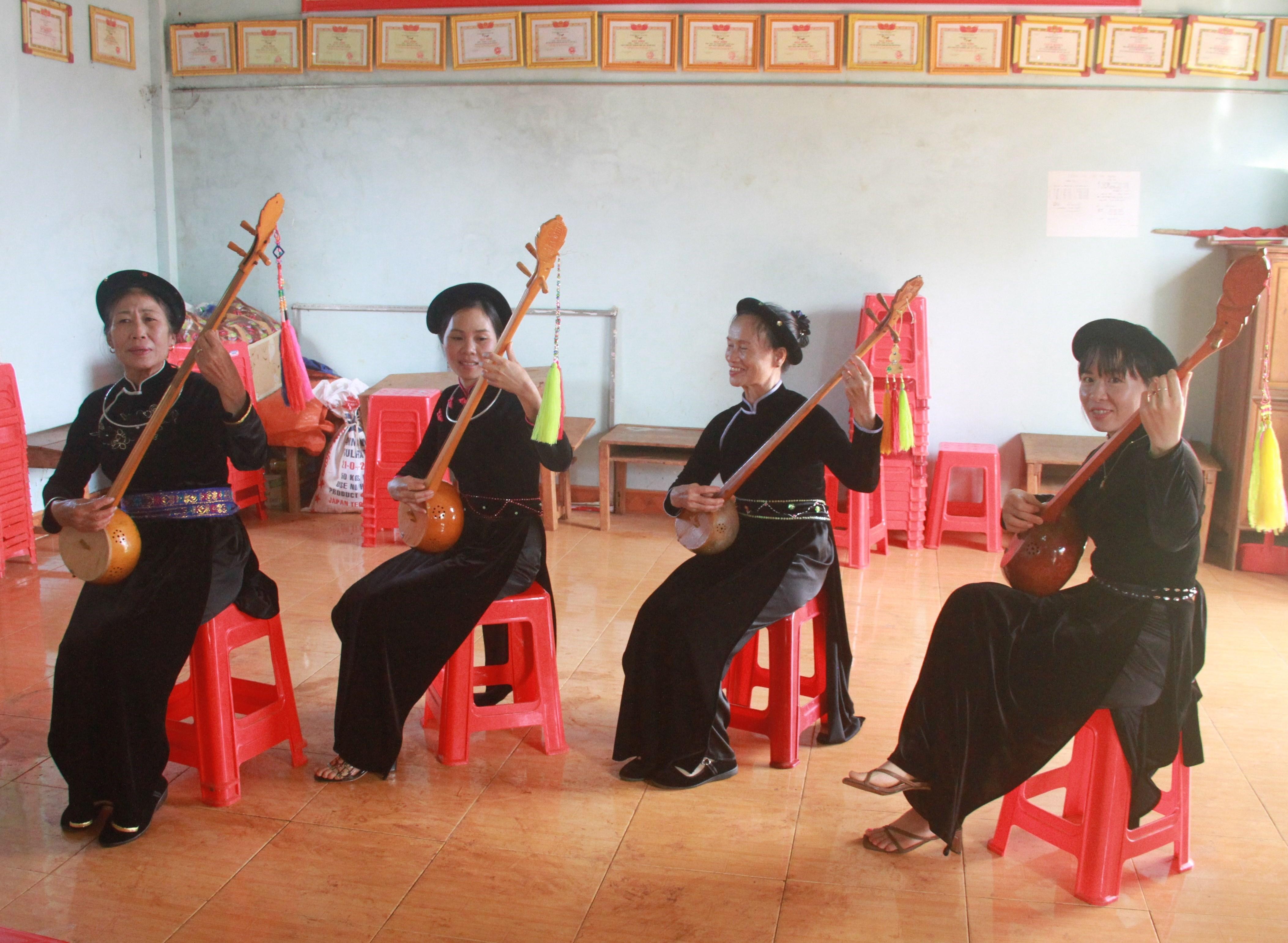 Câu lạc bộ hát then thôn Tam Liên