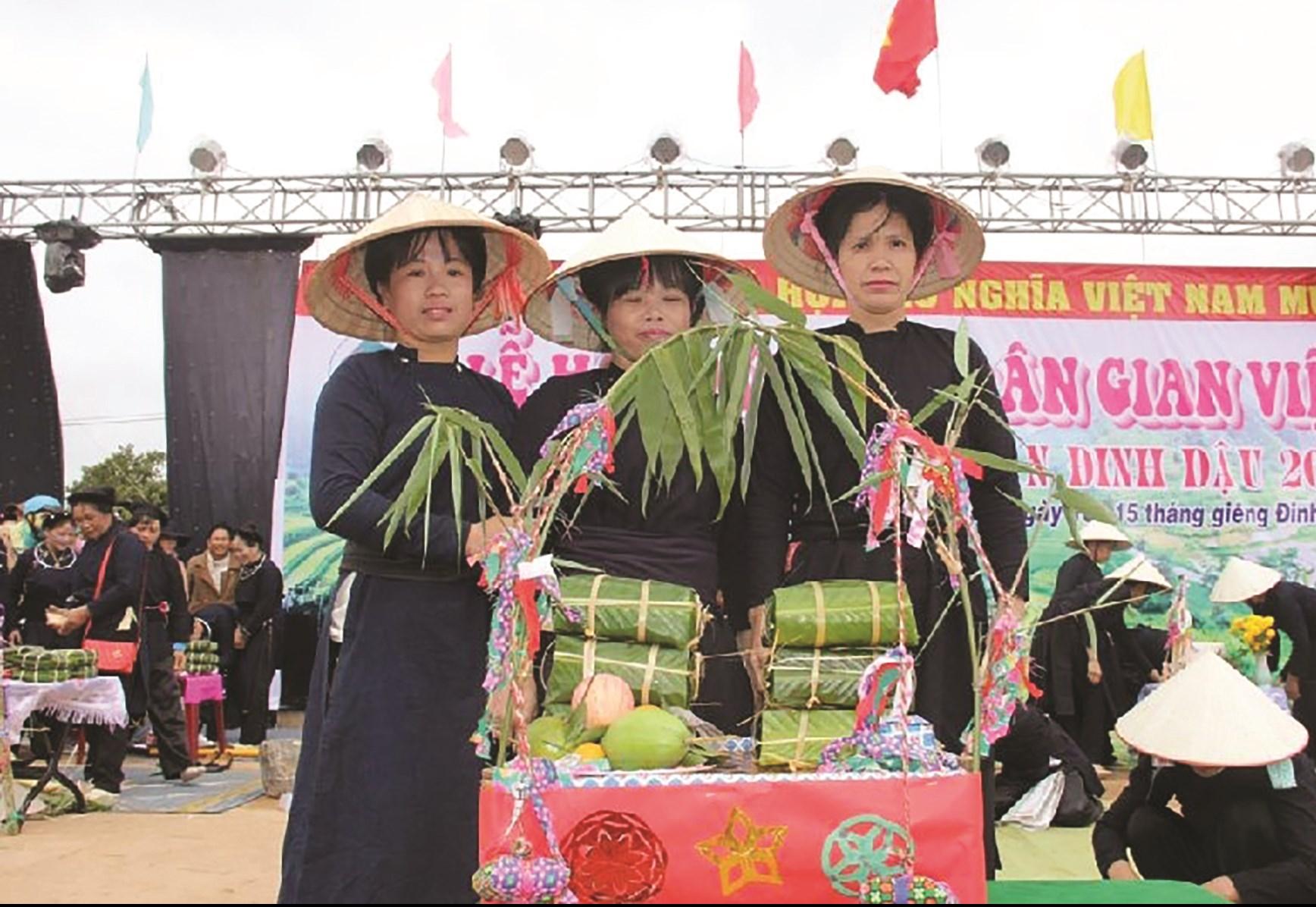 Bà con các dân tộc Tày, Nùng ở xã Ea Tam tham gia hội thi chế biến những món ẩm thực dân dã, đậm đà hương vị quê hương