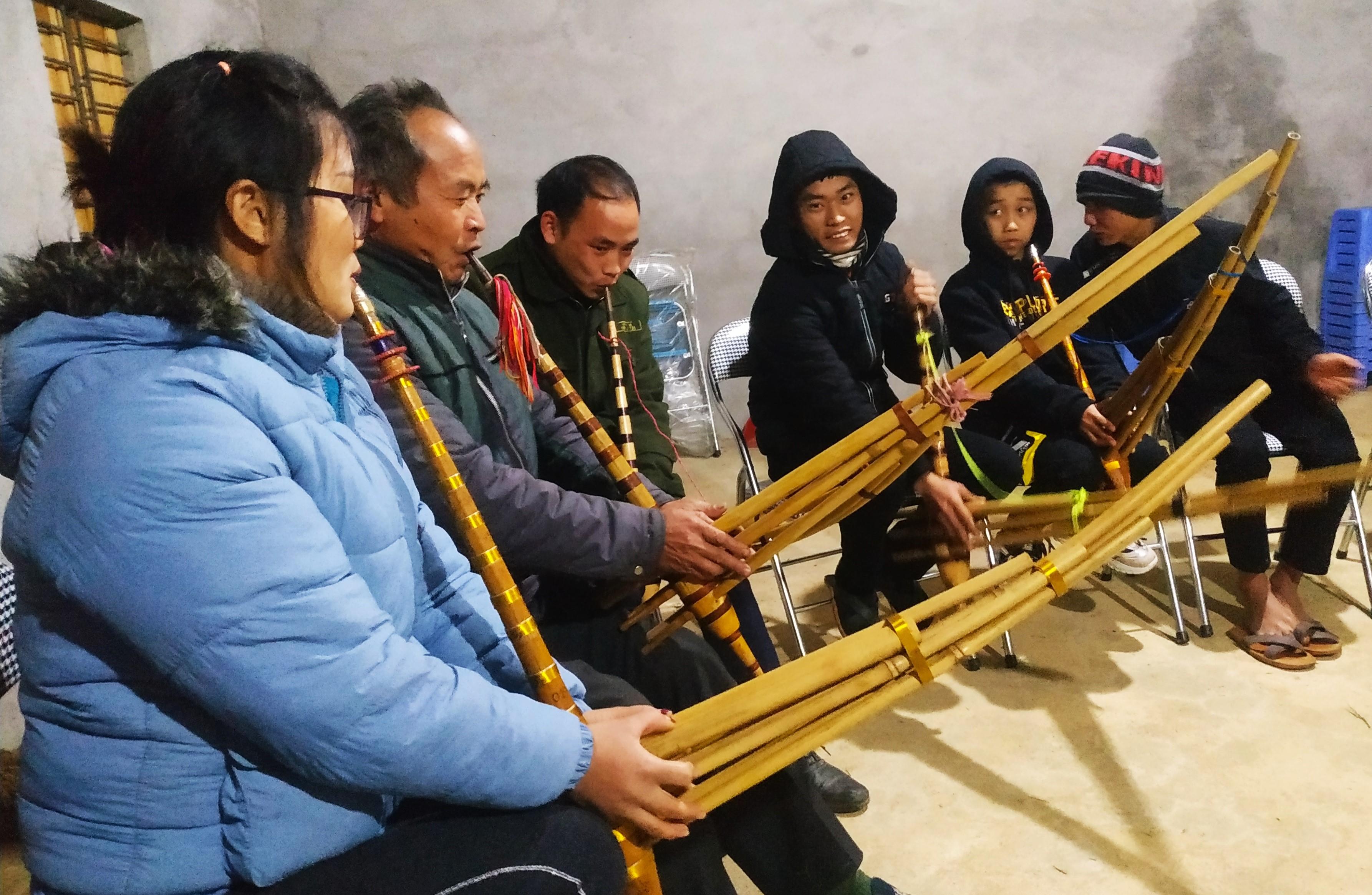 Một buổi truyền dạy khèn Mông của CLB khèn Mông Bắc Hà.