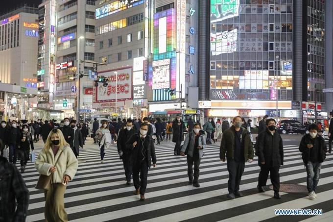 Người dân đeo khẩu trang trên đường phố Tokyo (Nhật Bản), ngày 22/1. (Ảnh: Xinhua)