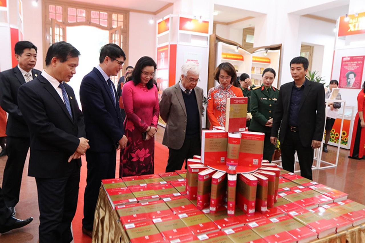 """Các văn kiện Đảng được trưng bày tại Triển lãm """"Ðảng Cộng sản Việt Nam - Sáng mãi niềm tin"""""""