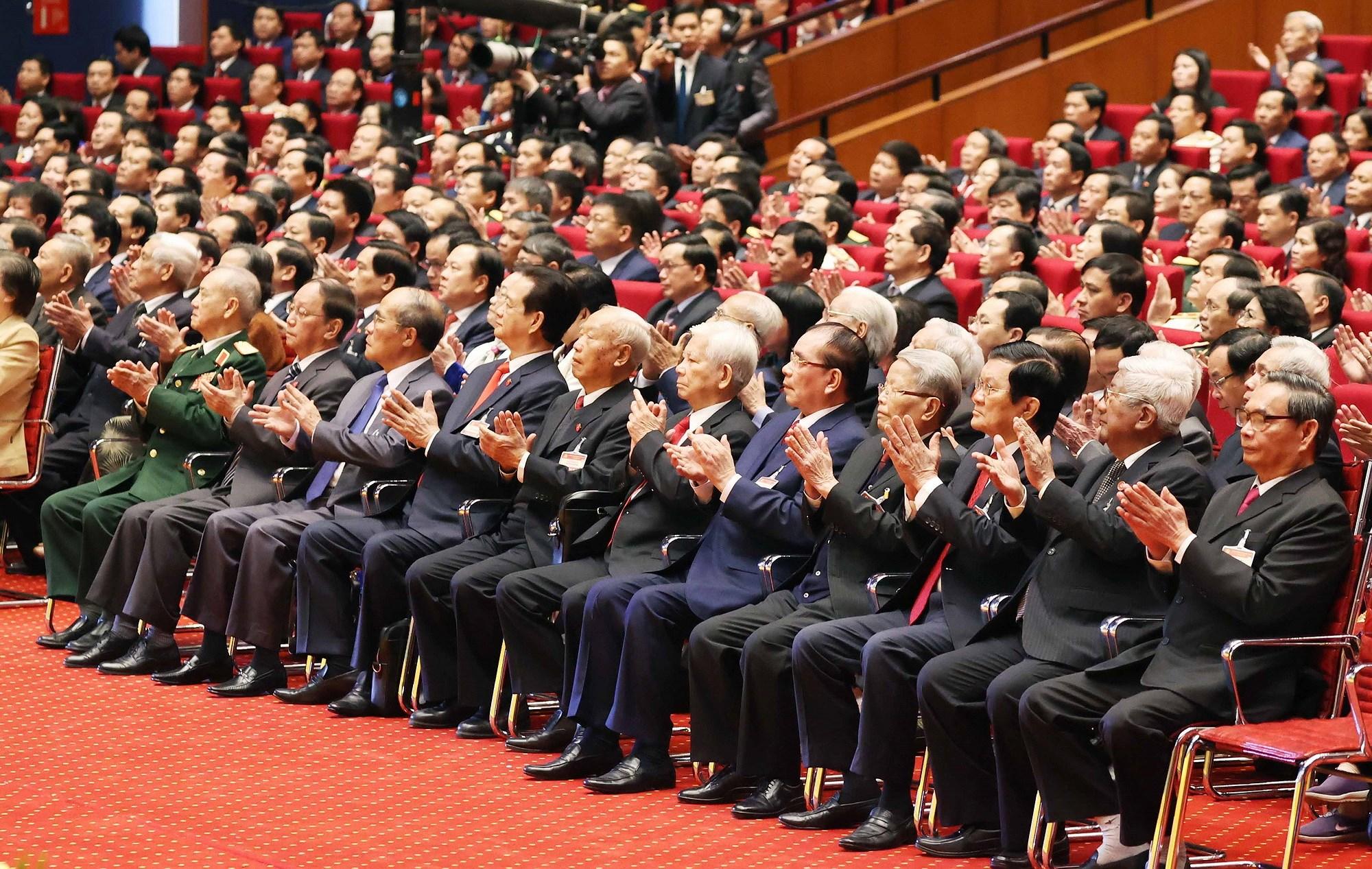 Các đồng chí Lãnh đạo, nguyên Lãnh đạo Đảng, Nhà nước và đại biểu dự phiên khai mạc Đại hội