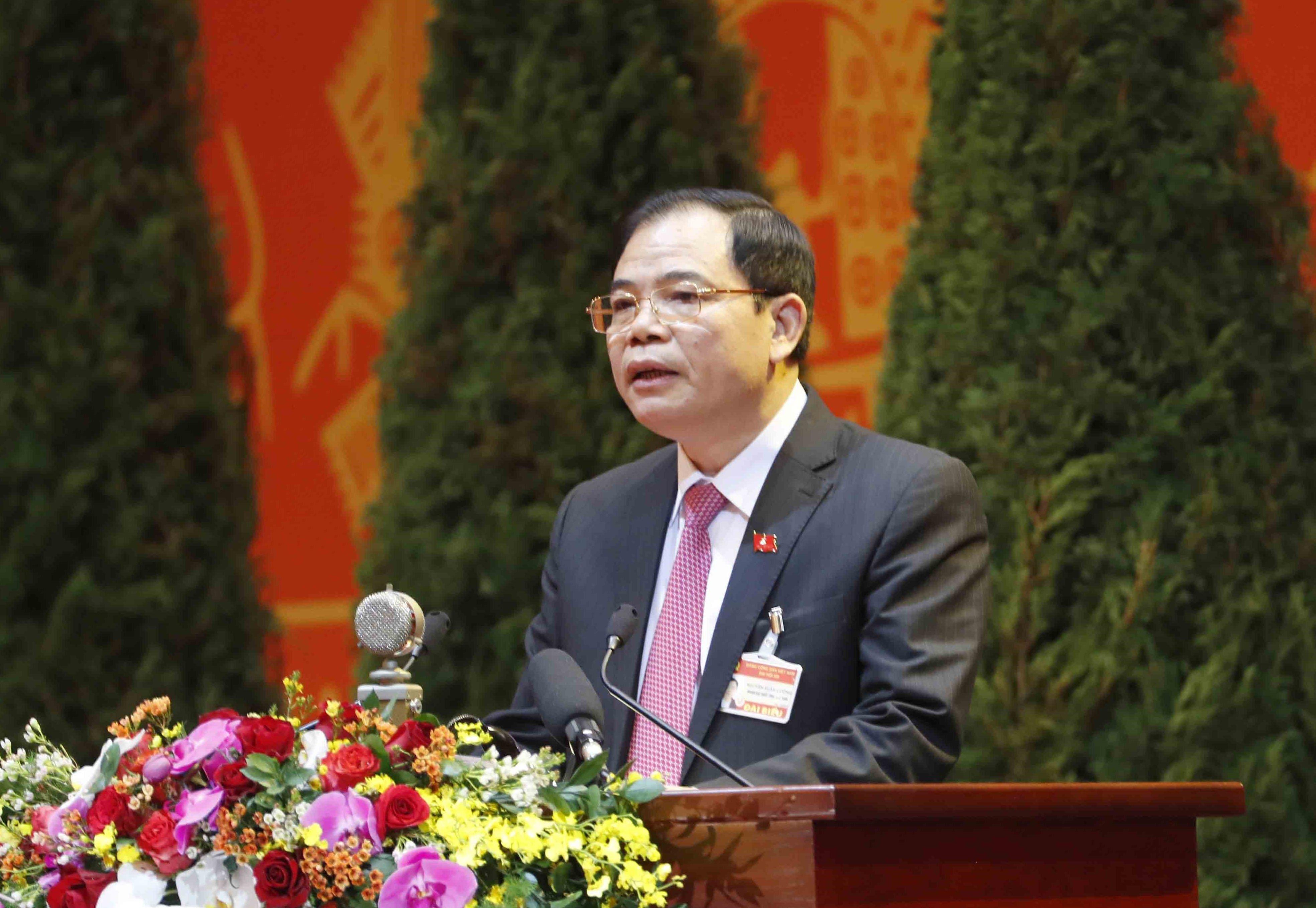 Ủy viên Ban Chấp hành Trung ương Đảng, Bộ trưởng Bộ Nông nghiệp và Phát triển nông thôn Nguyễn Xuân Cường trình bày tham luận