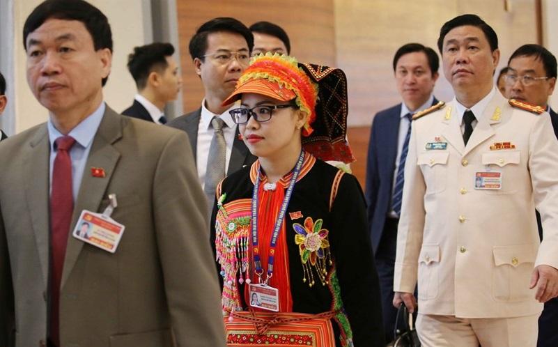 Đại biểu đến dự ngày làm việc thứ ba của Đại hội