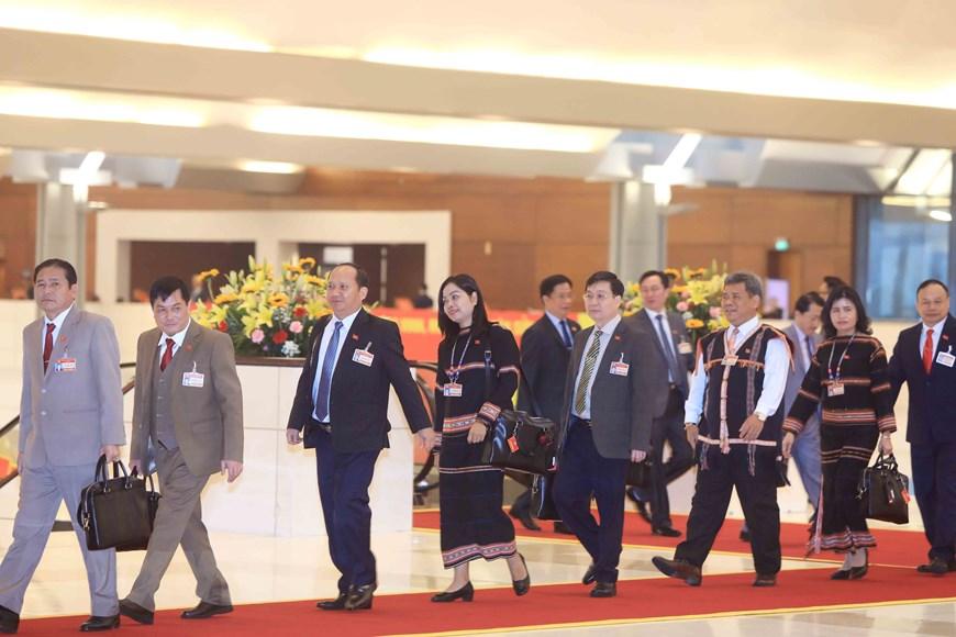 Đại biểu đến dự ngày làm việc thứ tư Đại hội XIII của Đảng