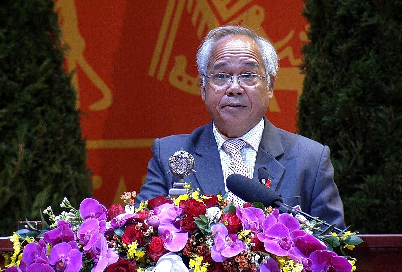 Phó Bí thư Thường trực Tỉnh ủy Kon Tum A Pớt trình bày tham luận