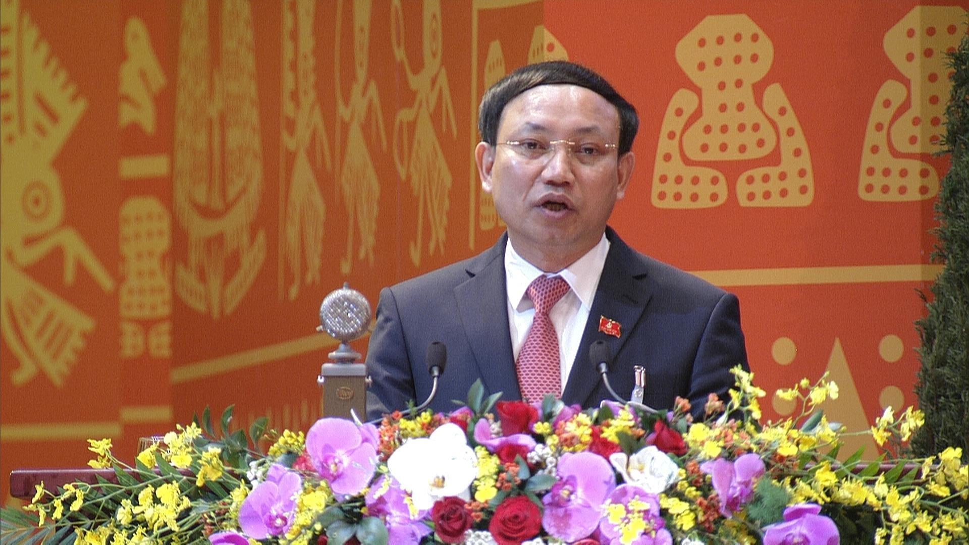Bí thư Tỉnh ủy, Chủ tịch HĐND tỉnh Quảng Ninh Nguyễn Văn Ký trình bày tham luận