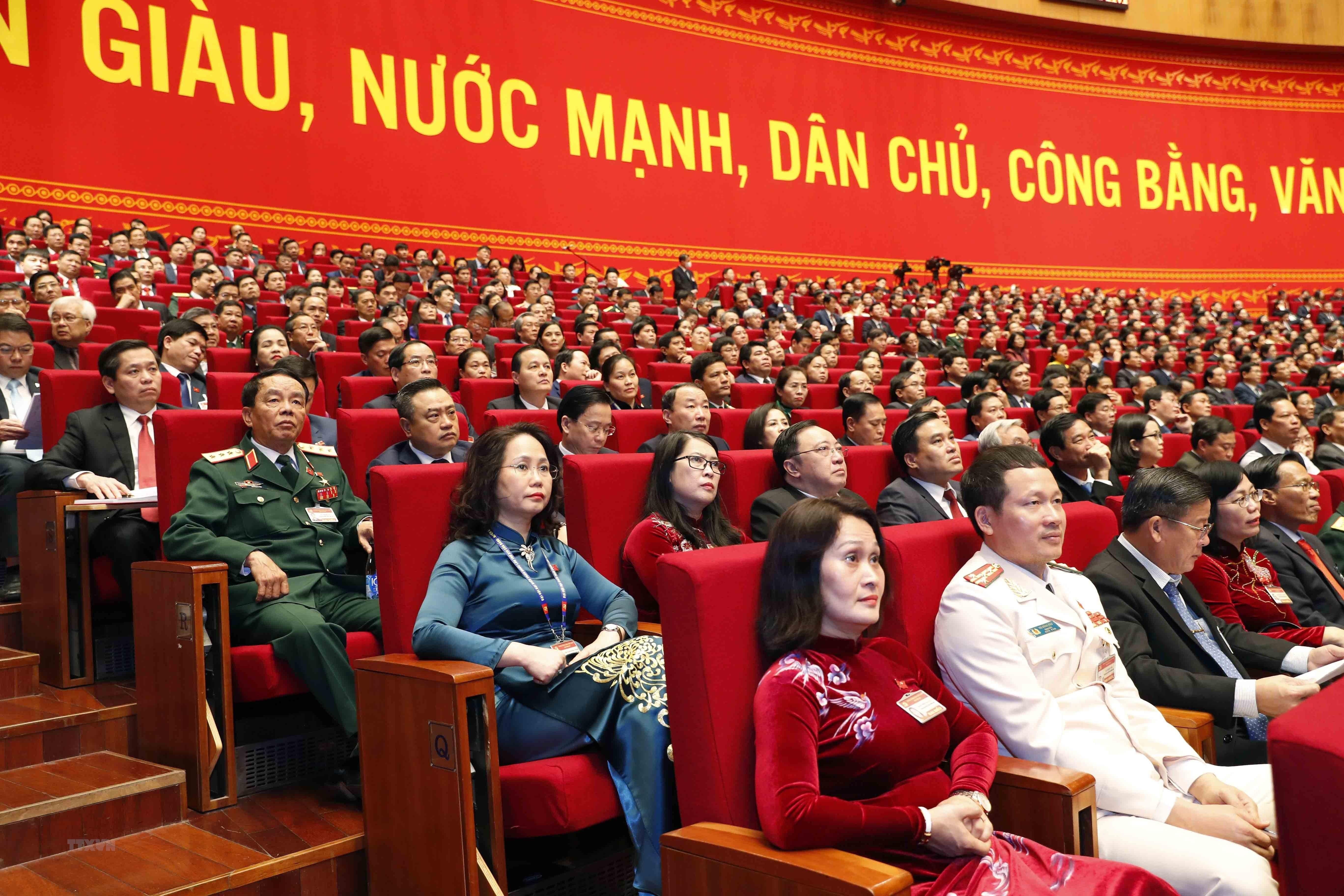 Đại biểu dự phiên thảo luận các Văn kiện đại hội tại hội trường, sáng 28/1 (Nguồn: TTXVN)