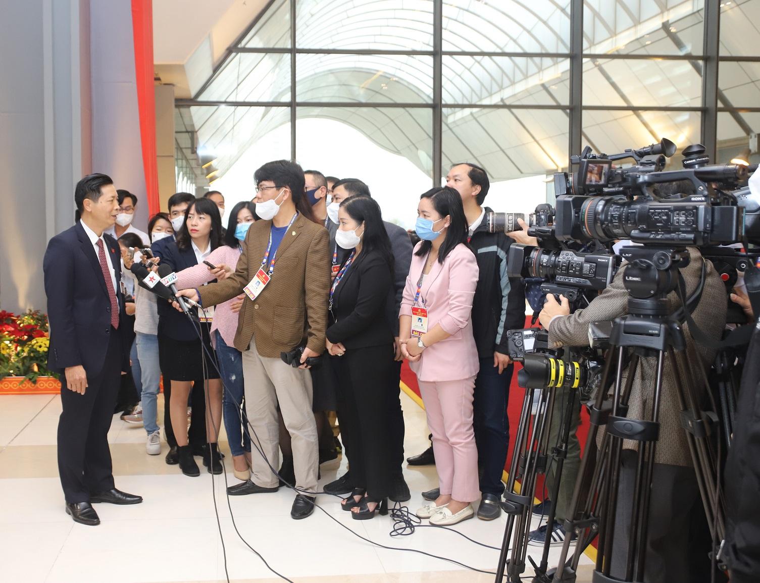 Đại biểu trả lời phỏng vấn phóng viên báo chí sáng 30/1/2021 bên lề Đại hội