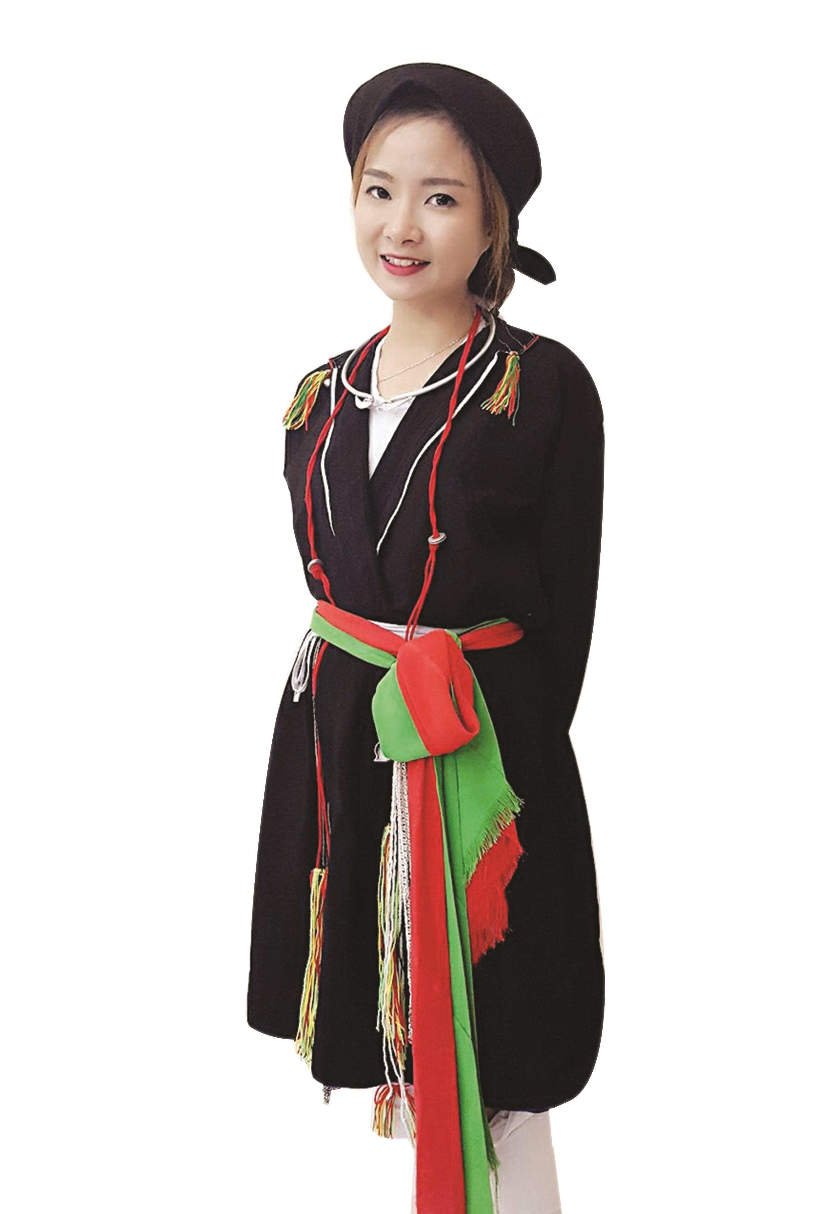 Phạm Thị Thùy Vân trong trang phục dân tộc Sán Dìu truyền thống.