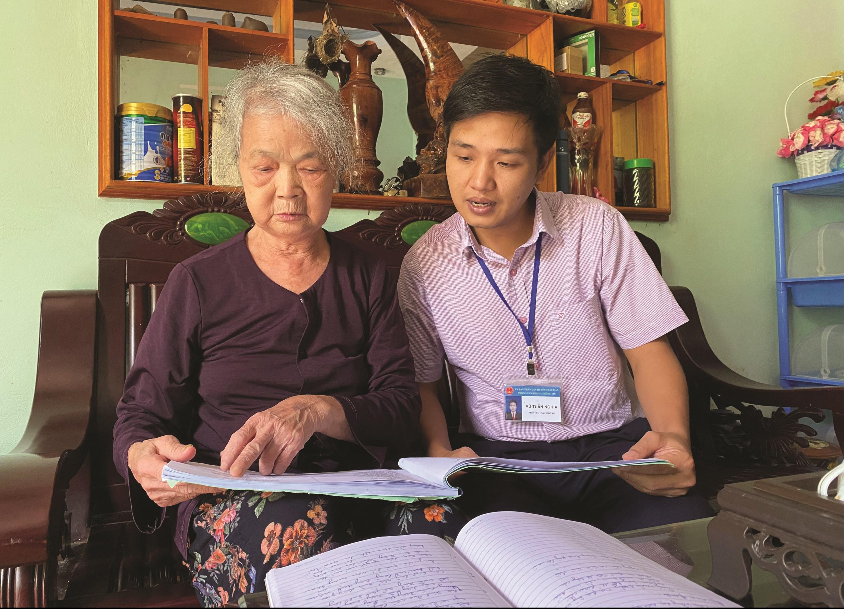Nghệ nhân Đinh Thị Đà chia sẻ về ca từ trong điệu lượn slương mà bà sưu tầm được.