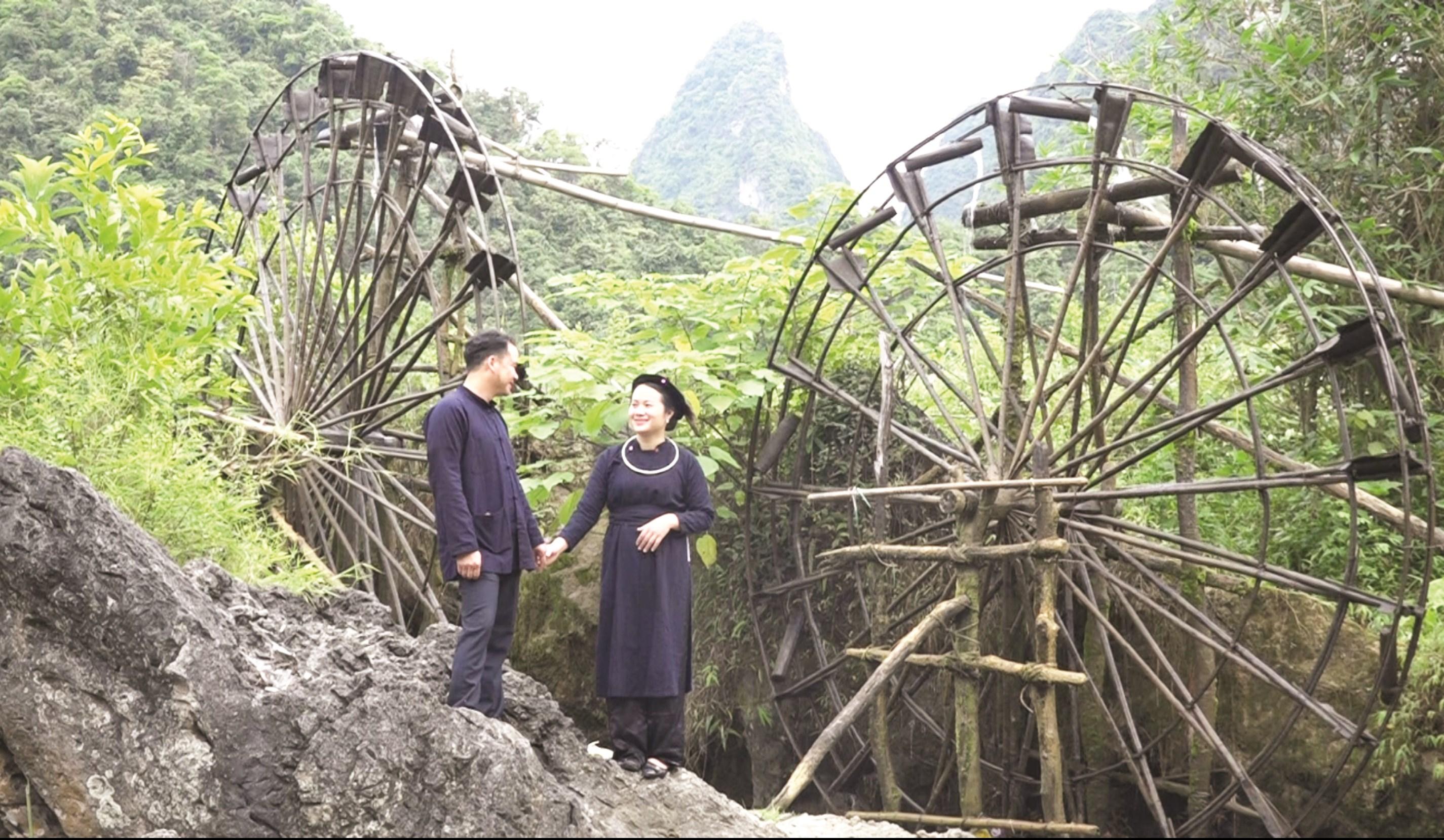 Lượn slương điệu hát yêu thương, là nét văn hóa độc đáo của đồng bào Tày.