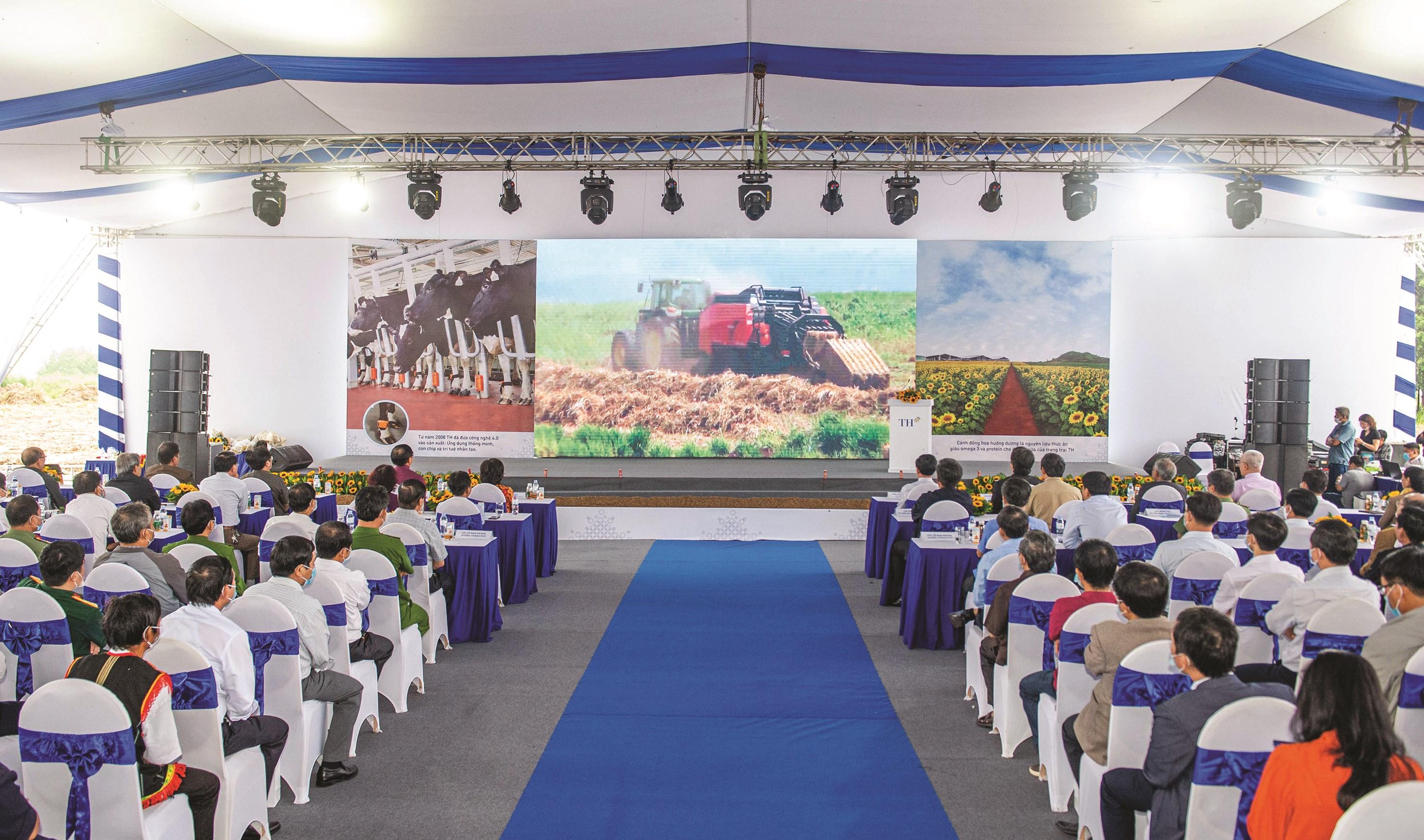 Lễ khởi công Dự án Chăn nuôi bò sữa công nghệ cao lớn nhất Tây Nguyên tại xã Mô Rai, huyện Sa Thầy.