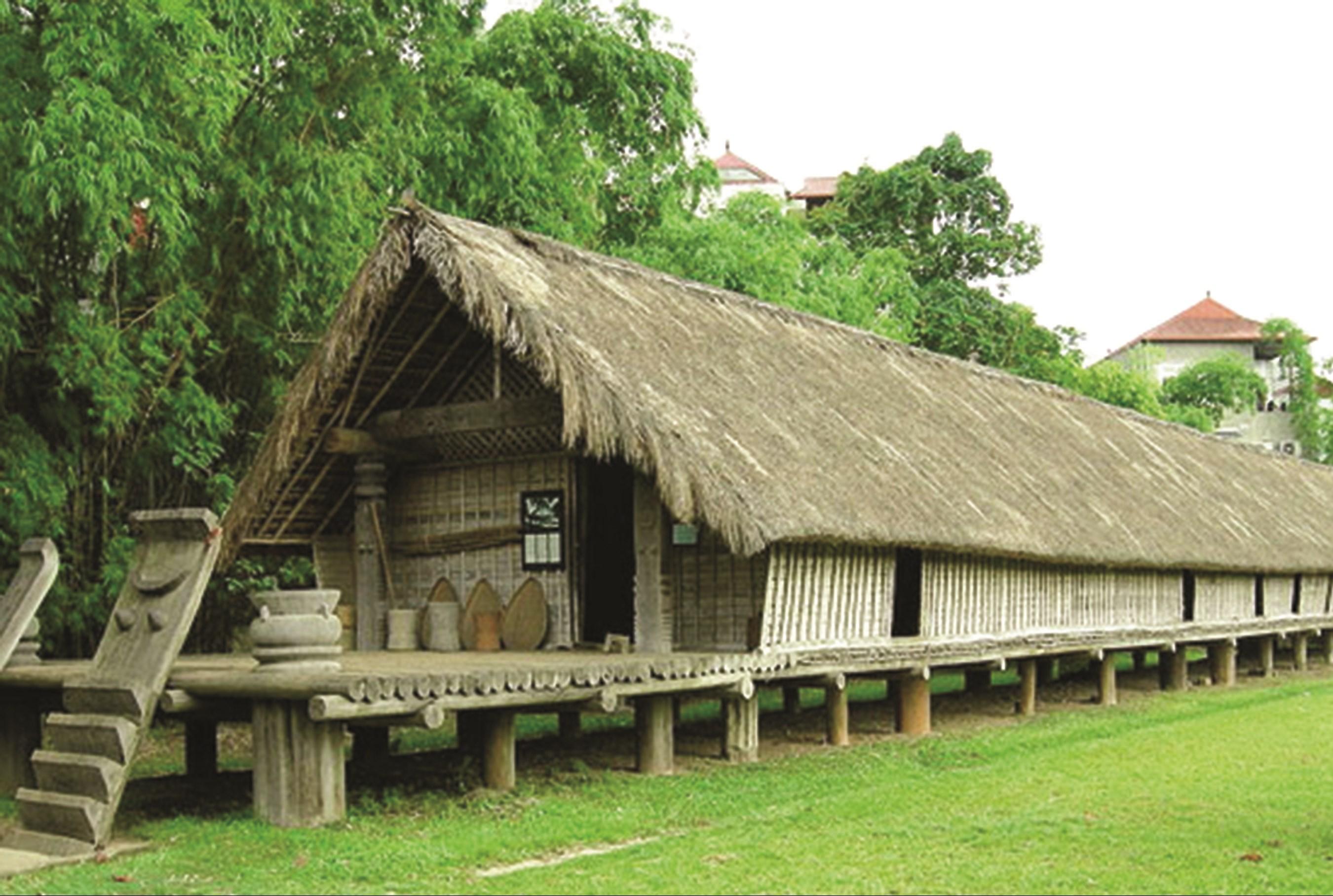 Nhà dài là kiến trúc đặc trưng của đồng bào dân tộc Ê Đê