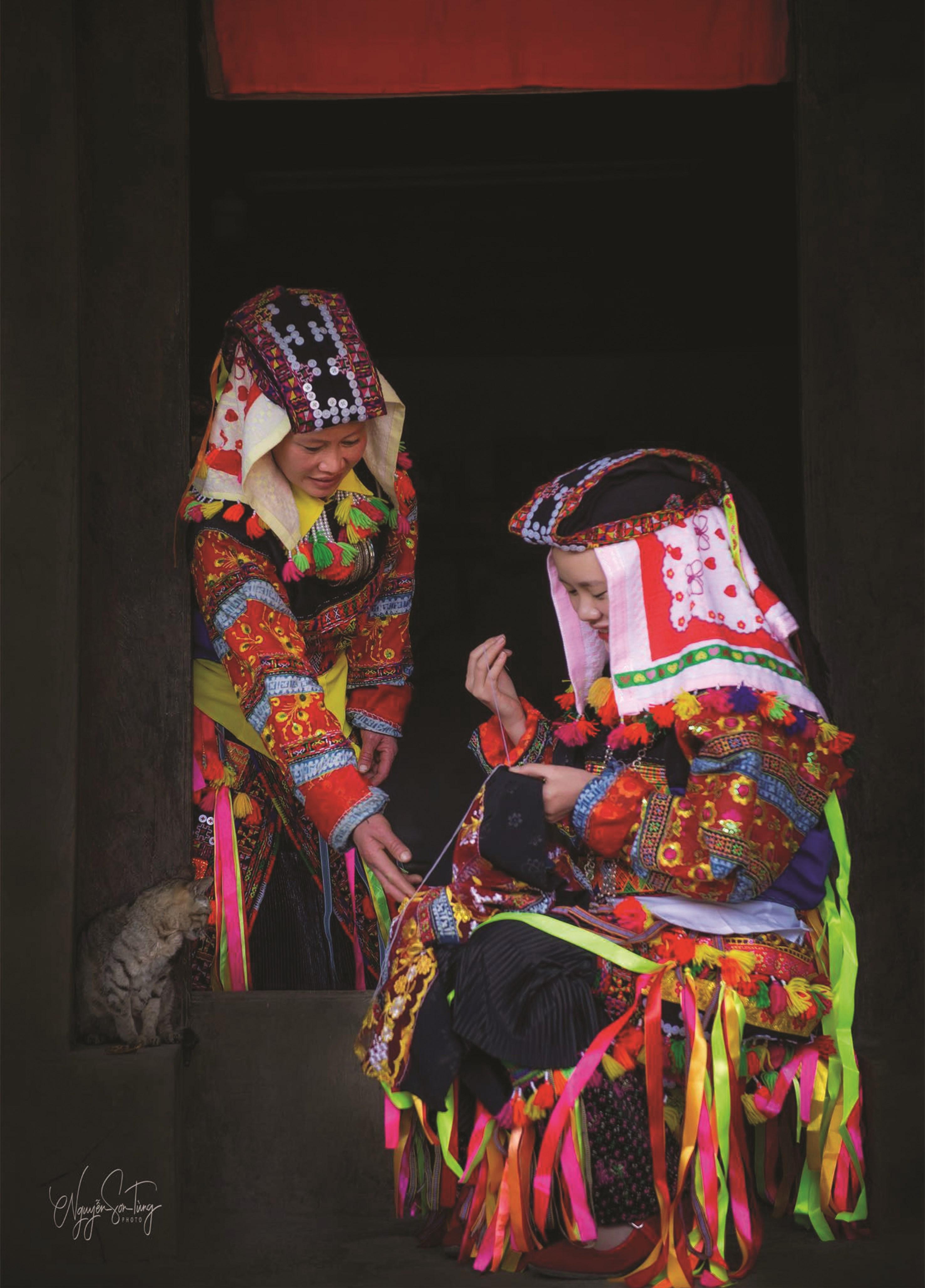 Những người phụ nữ Lô Lô (Hà Giang) gìn giữ văn hóa truyền thống