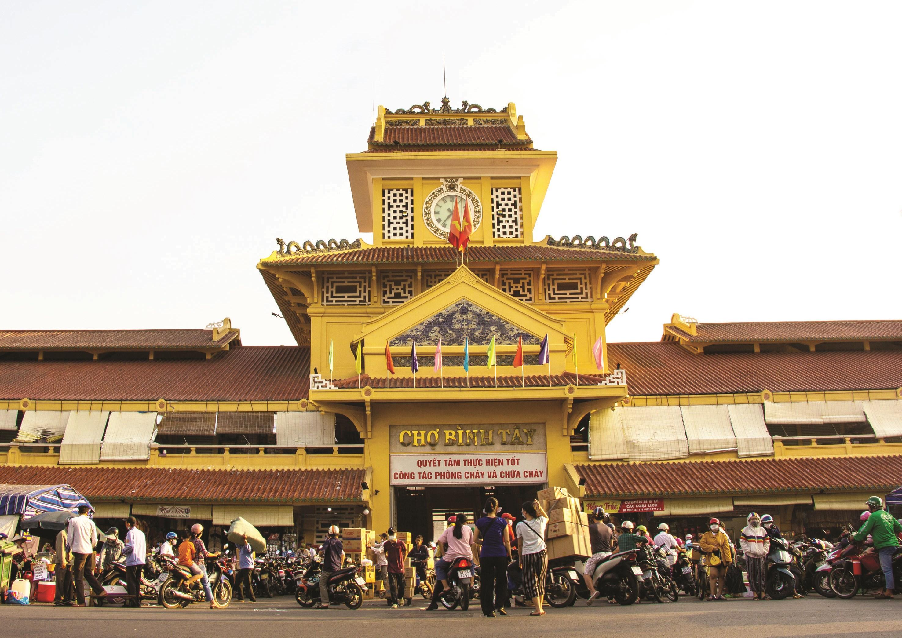 Chợ Bình Tây, nơi tập trung đông đảo người Hoa buôn bán ở TP. Hồ Chí Minh.