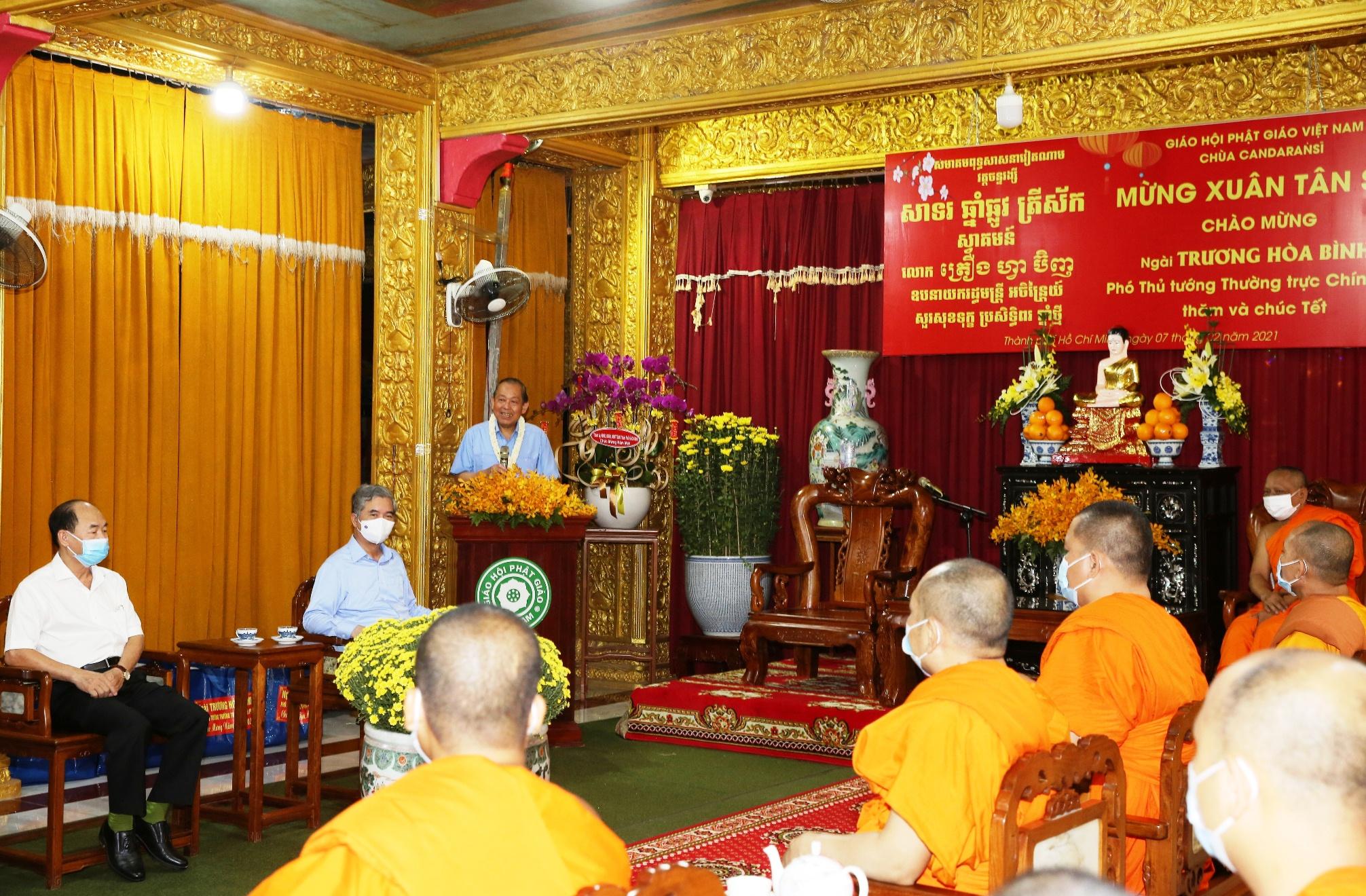 Phó Thủ tướng Thường trực Chính phủ Trương Hòa Bình phát biểu tại buổi đến thăm chư tăng, đồng bào Khmer tại TPHCM. Ảnh: VGP/Mạnh Hùng