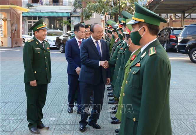 Thủ tướng Nguyễn Xuân Phúc đến thăm, chúc Tết các lực lượng vũ trang thành phố Đà Nẵng.